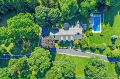 9 Somerset Drive – The Ultimate Location!