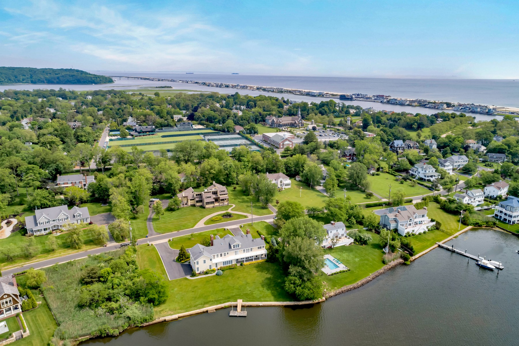 200K PRICE REDUCTION! SUPERB WATERFRONT VALUE! – 17 Shrewsbury Drive