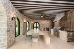 15. Fully Equipped Indoor-Outdoor Kitchen