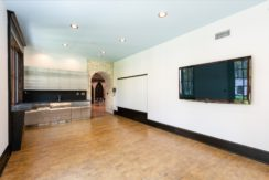 19. Flexible Space with Additional Wet Bar